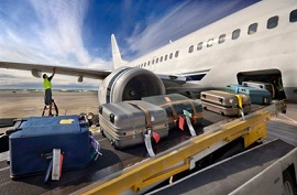 Погрузка багажа на борт самолета